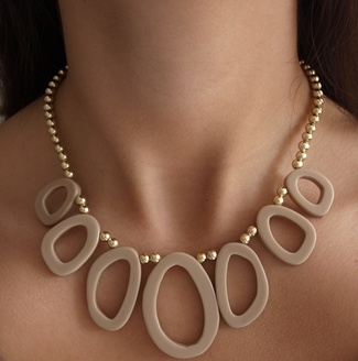 Collar beige mujer
